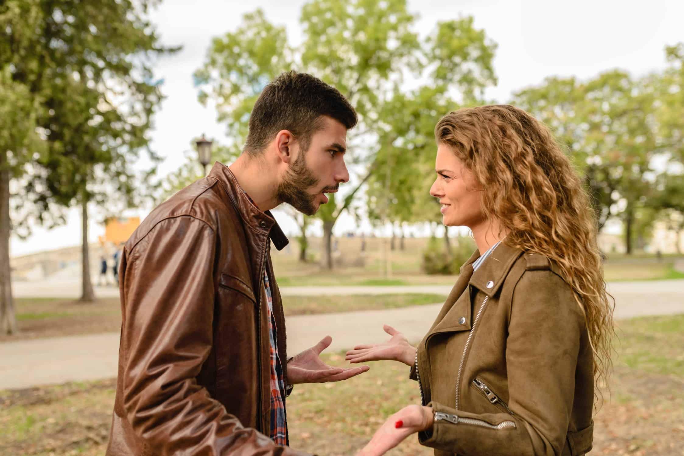 mit kaphat valakinek, akivel valentin napra randevúzol?